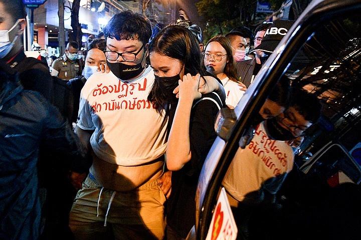 Тайские студенты призывают ограничить полномочия короля