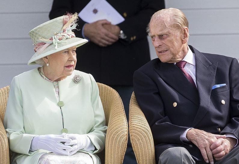 «Она же была ребенком!»: новые пикантные подробности отношений королевы Елизаветы и принца Филиппа