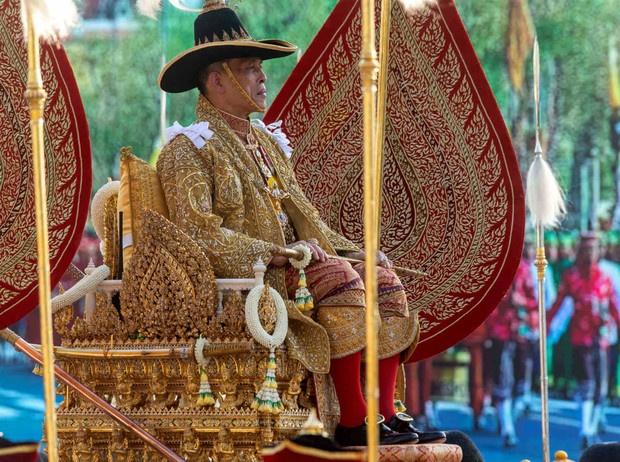 Король Таиланда простил свою фаворитку и вернул ей все титулы