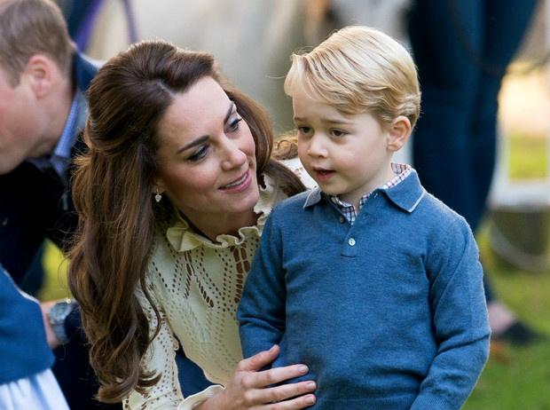 Этикет для матери: будет ли Кейт делать реверанс Джорджу, когда он станет королем