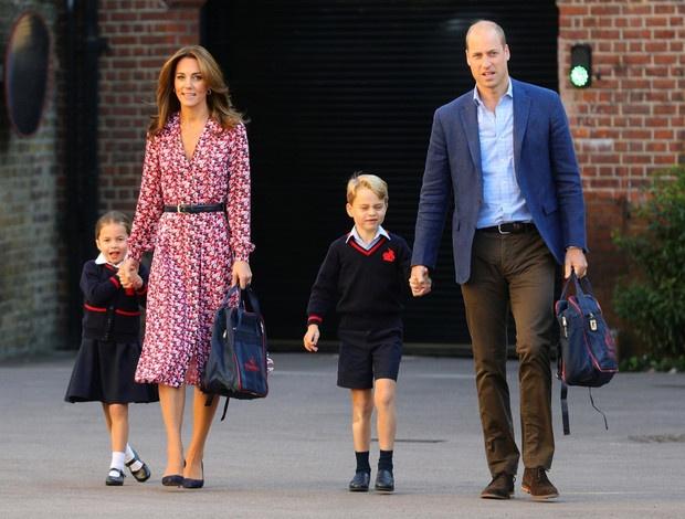 Без особых формальностей: как Джорджа и Шарлотту называют в школе