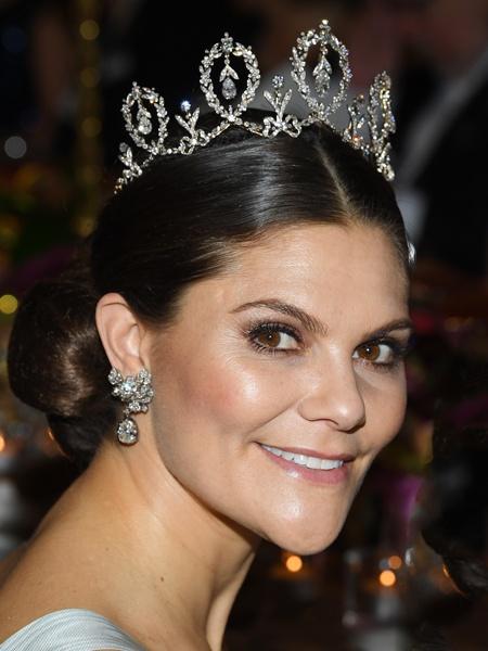 Принцесса Швеции надела цветочное платье, которое дико стройнит