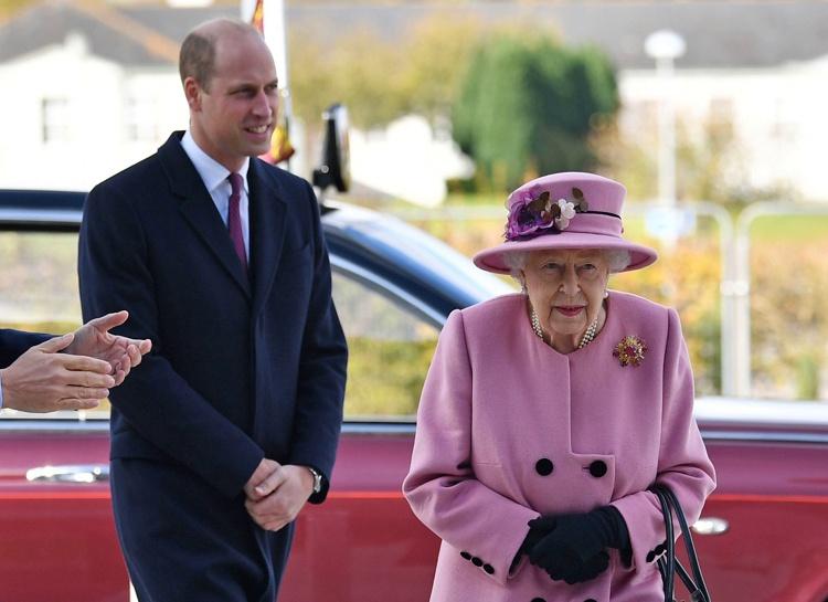 Передумала: королева Елизавета II впервые за долгое время вышла в свет