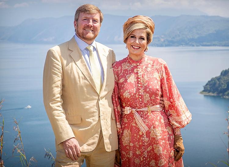 Король Виллем-Александр и королева Максима завершили отпуск в Греции через день после его начала из-за негодования народа