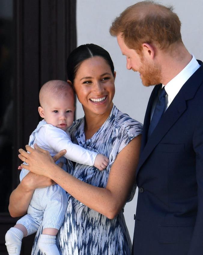 Елизавета II опечалена тем, что Меган Маркл и принц Гарри не привезут к ней правнука на Рождество