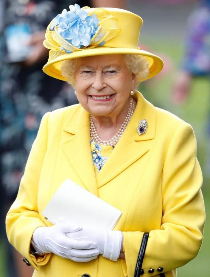 Королевский эксперт: «Елизавета II передаст трон сыну в следующем году»