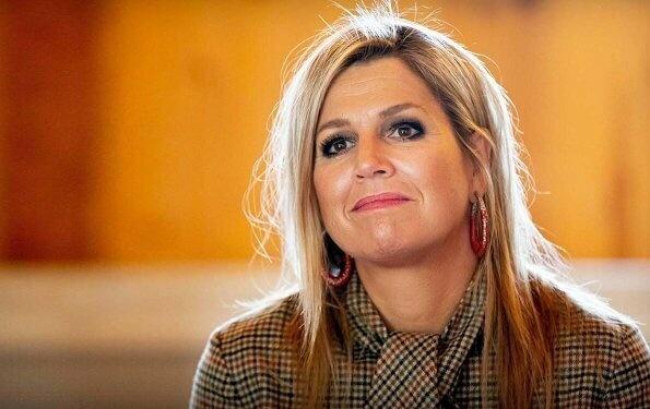 Королеву Нидерландов опять раскритиковали за прическу