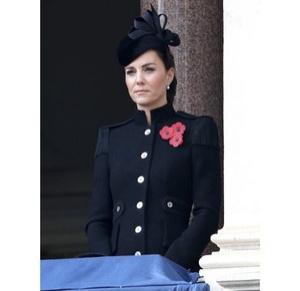 Сама элегантность: Кейт Миддлтон впервые после начала пандемии встретилась с королевской семьей