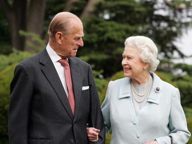 73 года вместе: как Виндзоры поздравили Елизавету II и принца Филиппа с годовщиной свадьбы