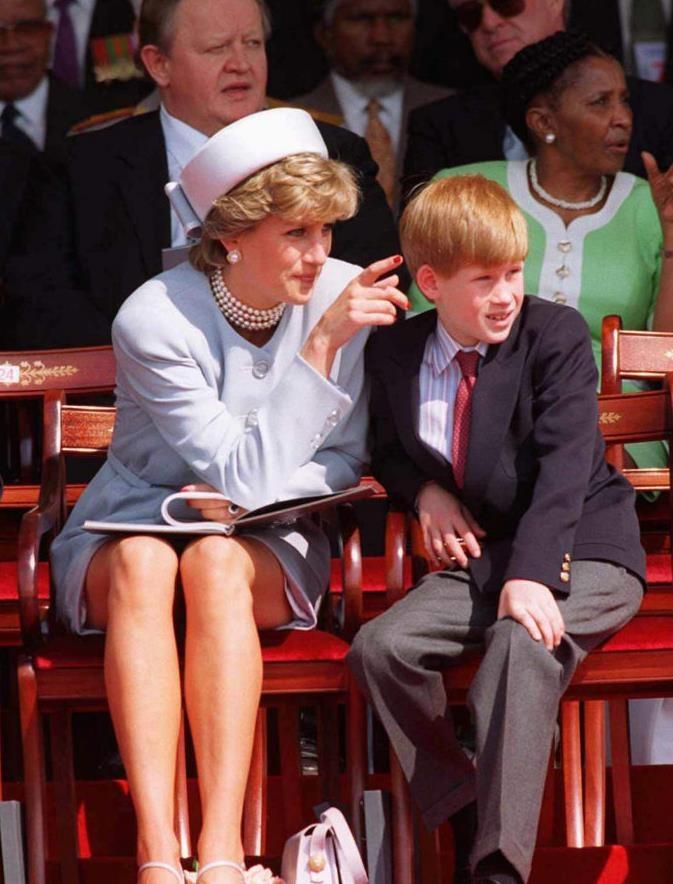 Принц Гарри не хотел стать героем сериала «Корона» — утверждает королевский биограф