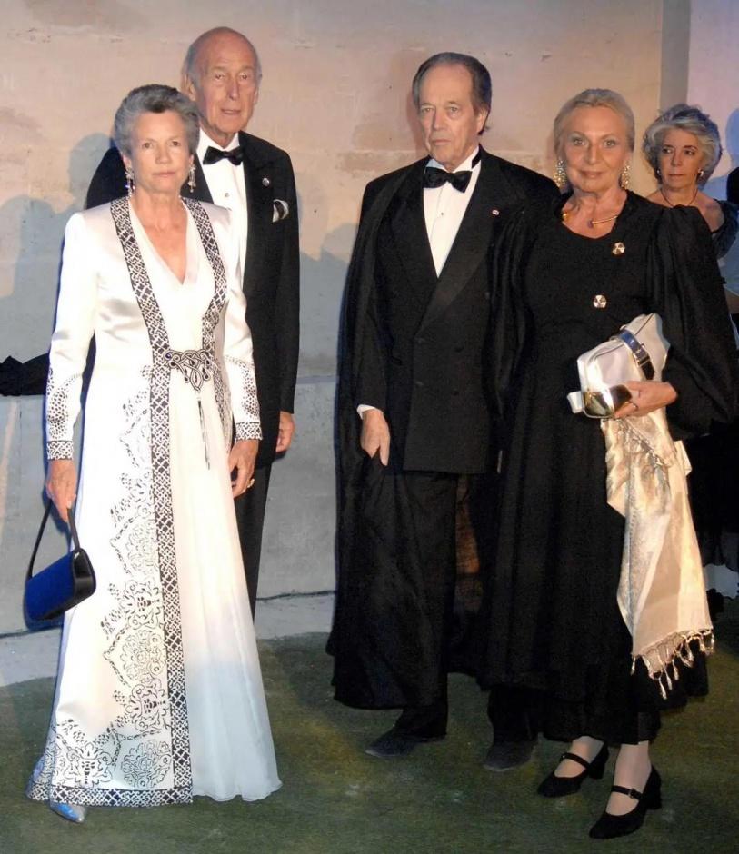 Граф Парижский передает свои соболезнования по случаю смерти бывшего президента Франции Валери Жискар д'Эстена