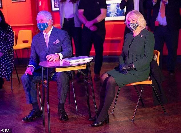 Принц Чарльз и Камилла посетили ночной клуб: вспомнили молодость, прошлые романы и прически 60-х