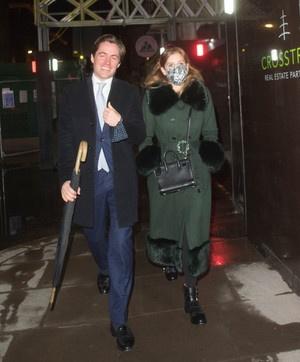 Редкое фото: принцесса Беатрис и ее муж гуляют по городу как обычные лондонцы