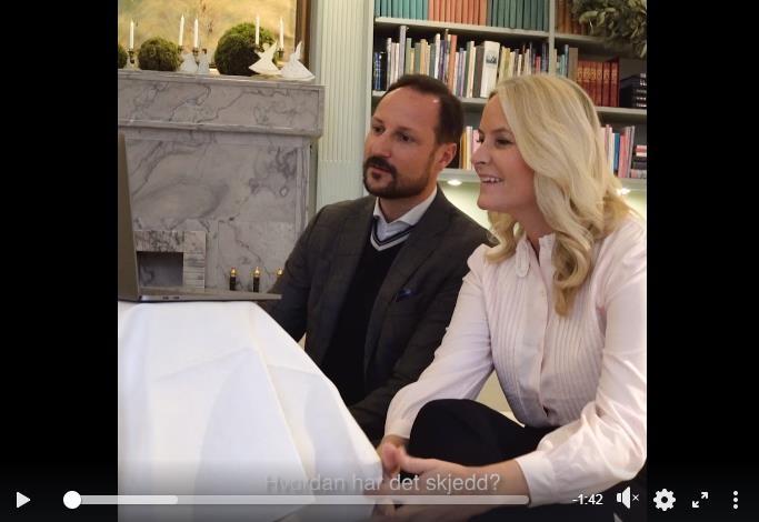 Наследный принц и наследная принцесса Норвегии разговаривают со студентами