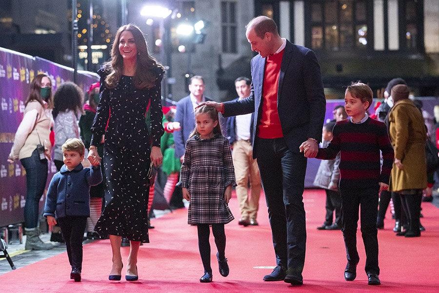 Новый выход Кембриджей: как принцесса Шарлотта отказалась идти за руку с принцем Уильямом