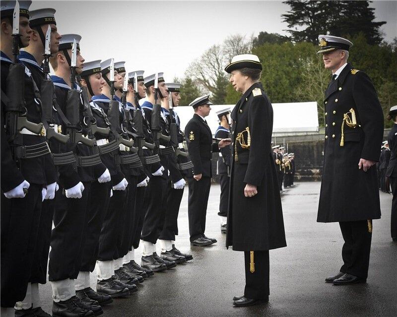 Принцесса Анна посетила Королевский военно-морской колледж и другие мероприятия членов королевской семьи