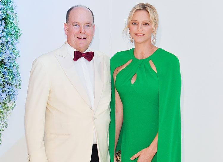 Князь Монако Альбер и княгиня Шарлен поздравили подданных изысканной открыткой