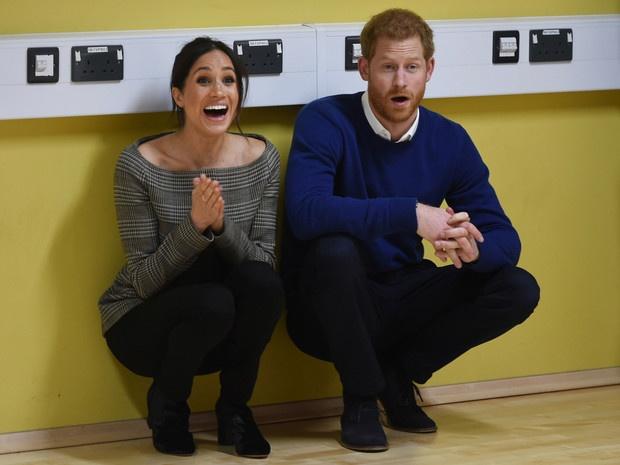 «Арчи не существует, а Меган и Гарри развелись»: как рождественская открытка Сассекских свела с ума интернет