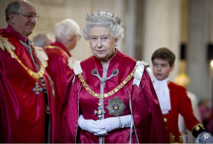 Служащий Букингемского дворца, воровавший вещи из резиденции королевы, приговорен к заключению