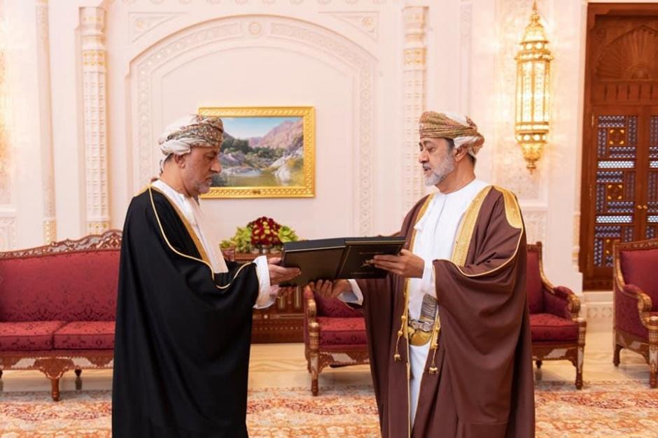 Его Величество султан Омана Хейтам бин Тарик вручил несколько медалей высокопоставленным чиновникам страны