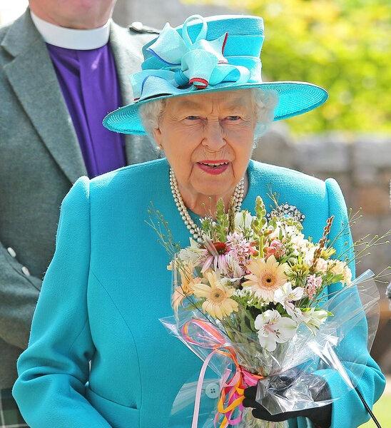 Каникулы продолжаются: королева Елизавета посетила фабрику ремесел