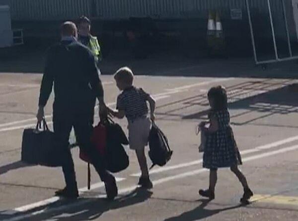 Герцог и герцогиня Кембриджские прибыли с детьми в Шотландию регулярным рейсом бюджетной авиакомпании