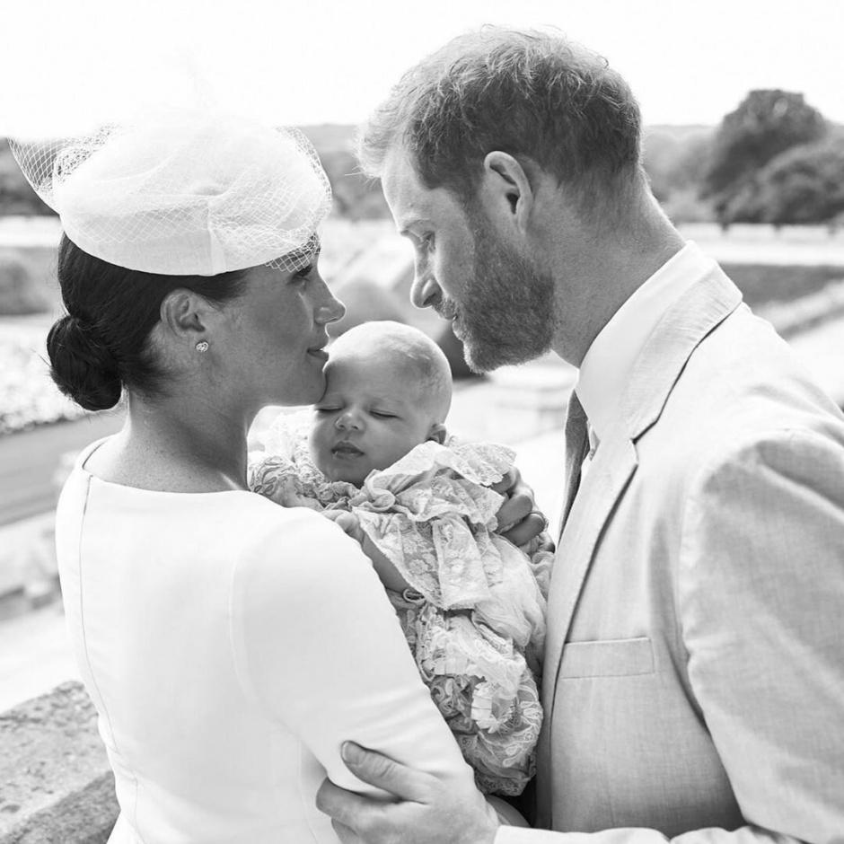 Меган Маркл поздравила мужа и добавила новое фото с малышом Арчи