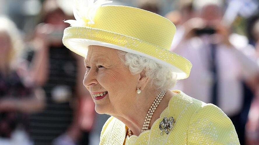 Елизавета II решила закрыть бар в Букингемском дворце