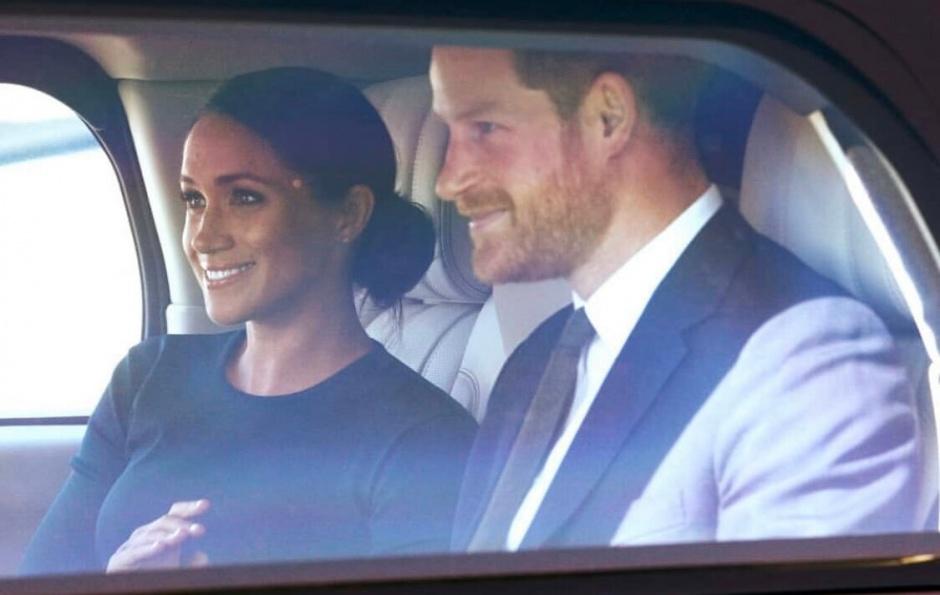 Принц Гарри и Меган Маркл вернулись домой: фото из аэропорта Рима