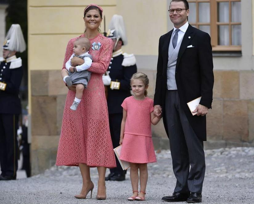 Во что одевается Эстель, дочь шведской принцессы Виктории