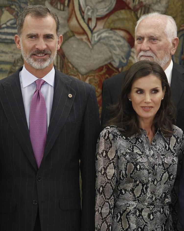 Королева Летиция блистает в платье с анималистичным принтом на приеме во Дворце Сарсуэла