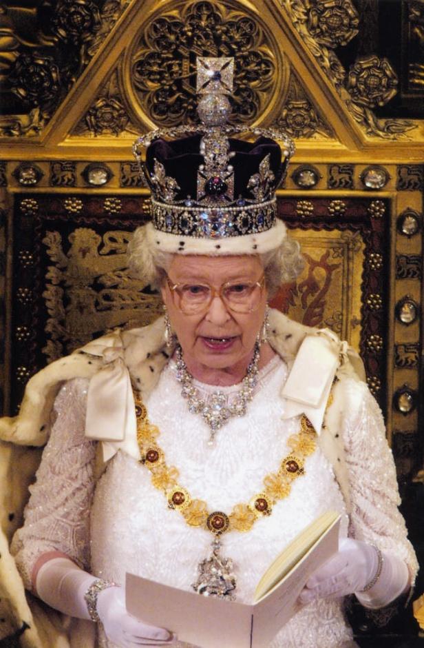Королева Елизавета II на открытие Парламента не наденет корону