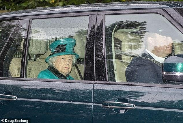 Королева Елизавета II на воскресной службе в Виндзоре