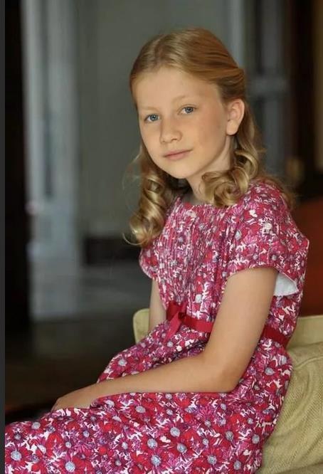 Как одевается наследная принцесса Бельгии Елизавета Брабантская