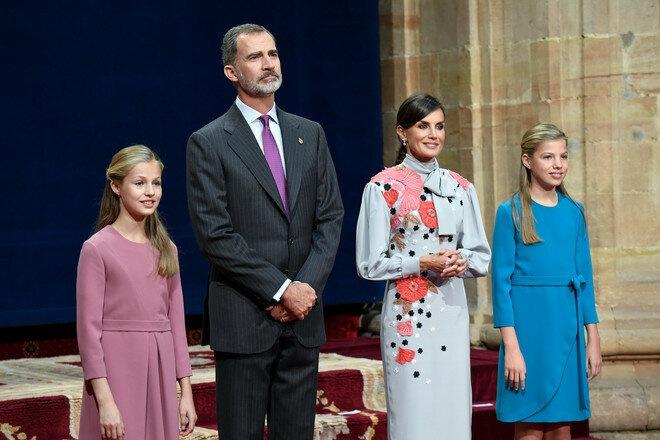 Стать и грация: королева Летиция пришла на церемонию Princess of Asturias Awards в платье с вышивкой