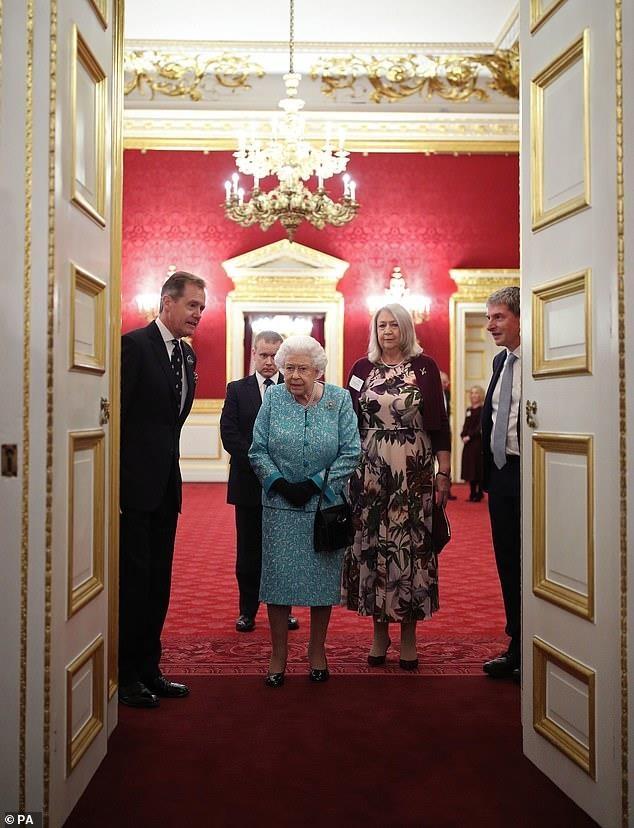 Елизавета II на приеме в Сент-Джеймсском дворце