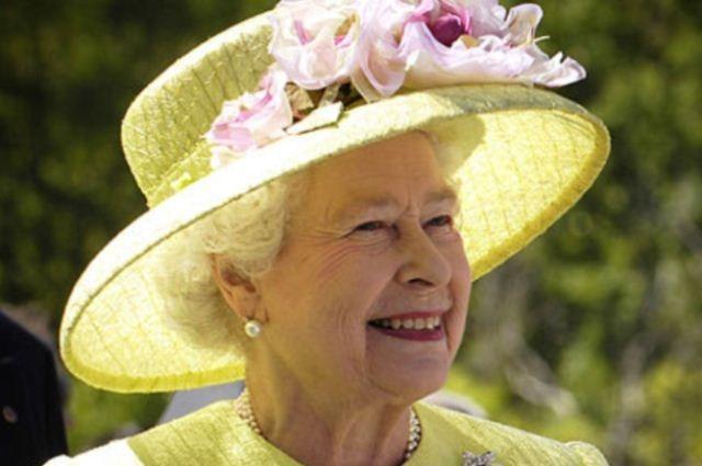 Королева Великобритании ответила на письмо школьника из Дзержинска