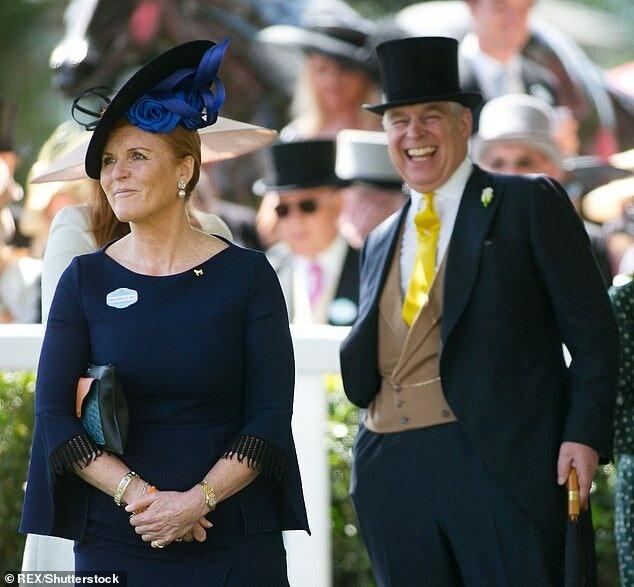 Сара Фергюсон посетила Букингемский дворец, чтобы поддержать бывшего мужа принца Эндрю на фоне последнего скандала