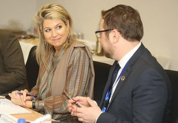 Королеву Нидерландов раскритиковали за прическу и платье во время визита в Пакистан