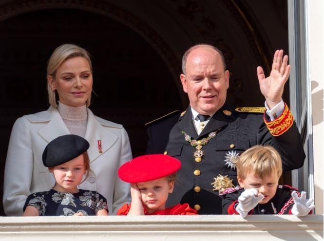 Княжеская семья Монако представила новый официальный портрет с наследниками