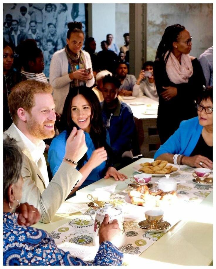 Что плохого в том, что герцоги Сассекские хотят сидеть вместе на званых обедах?