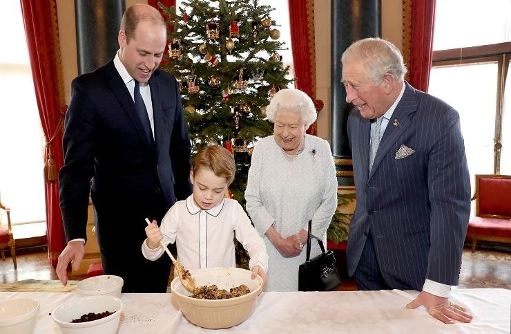 Принц Джордж приготовил рождественский пудинг для ветеранов
