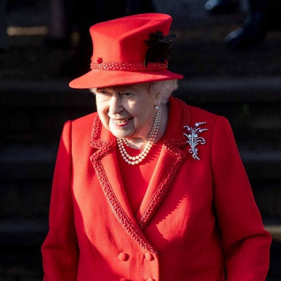 Елизавета II послужила причиной утечки конфиденциальной информации: 1907 недовольных знаменитостей