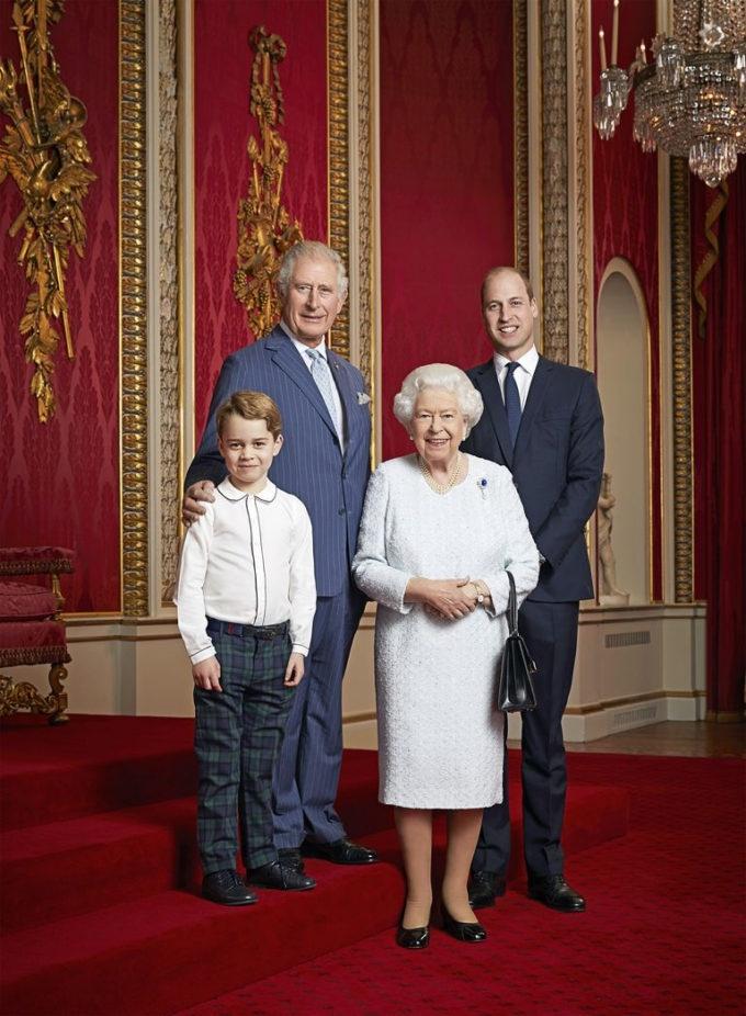 Королевская семья Великобритании опубликовала новый официальный портрет