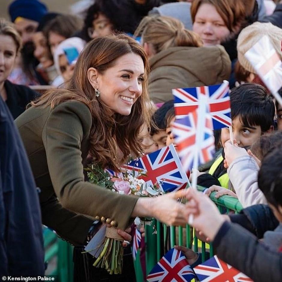 Смех, шутки и молочные коктейли: первый официальный выход Кейт Миддлтон и принца Уильяма в 2020 году