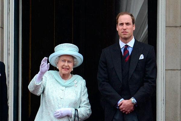 Принц Уильям получил повышение по службе от королевы Елизаветы