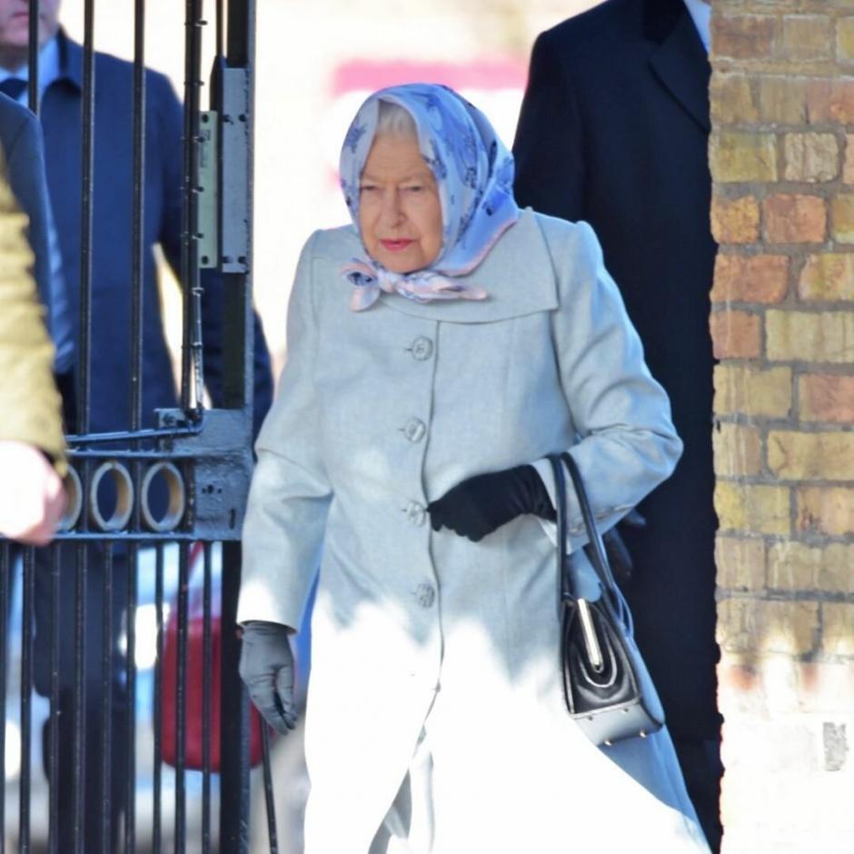 Елизавета II замечена в хорошем настроении на фоне развода старшего внука