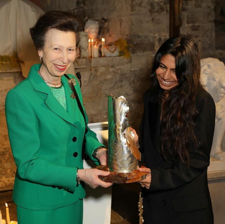 Принцесса Анна дебютировала на неделе моды в Лондоне: вручение премии Елизаветы II