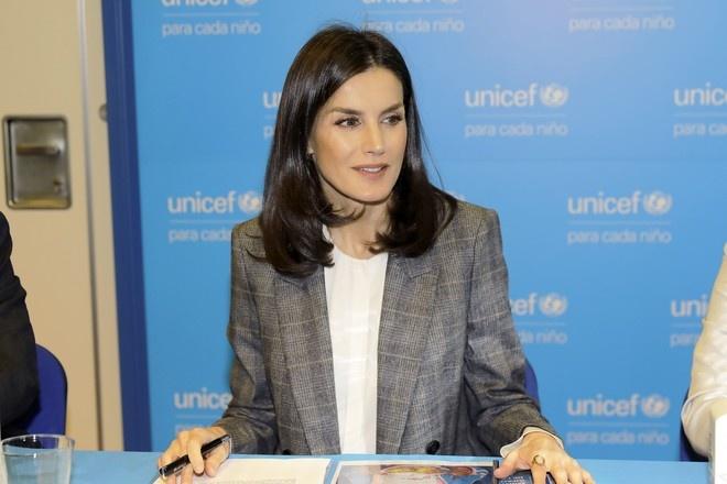 Королева Летиция в идеально сидящем брючном костюме на конференции Unicef