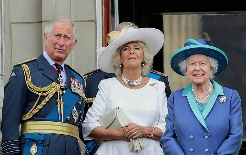 Принц Чарльз, Борис Джонсон... Удастся ли Королеве Елизавете II избежать всеобщего риска?